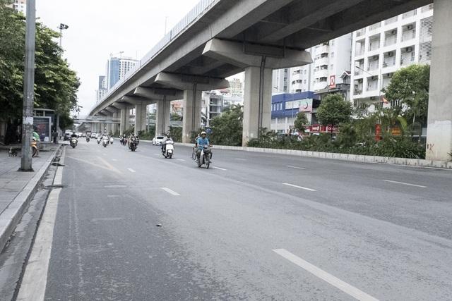 Đường phố Hà Nội không còn đông đúc mặc dù chưa thực hiện giãn cách xã hội - Ảnh 2.