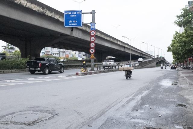 Đường phố Hà Nội không còn đông đúc mặc dù chưa thực hiện giãn cách xã hội - Ảnh 4.