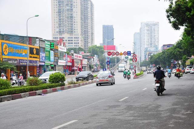 Đường phố Hà Nội không còn đông đúc mặc dù chưa thực hiện giãn cách xã hội - Ảnh 6.