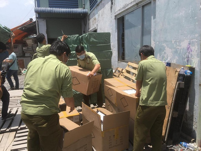Phát hiện 80.000 khẩu trang nhập lậu từ Trung Quốc - Ảnh 1.