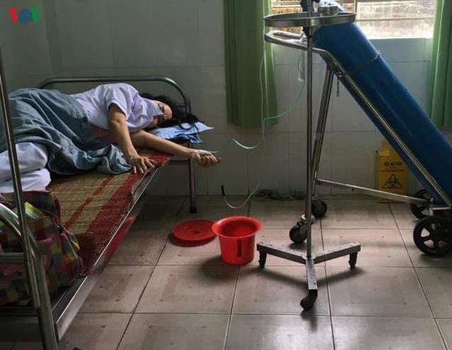 Nhân viên y tế ngất xỉu do làm việc quá sức: Sẽ chiến đấu hết mình để đẩy lùi COVID-19 - Ảnh 3.