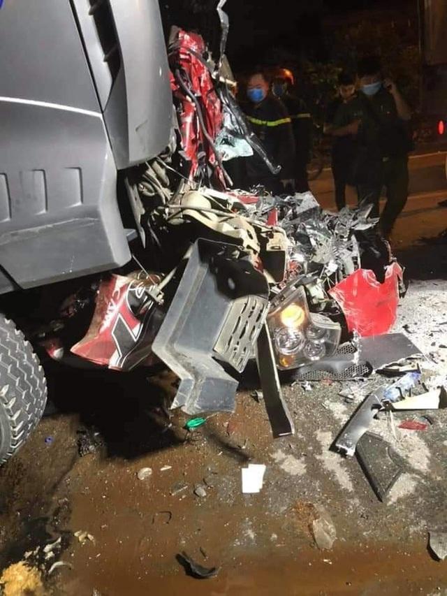 Nhân chứng kể lại giây phút hãi hùng khi thấy cảnh xe container đè nát xe con làm 3 người chết - Ảnh 2.
