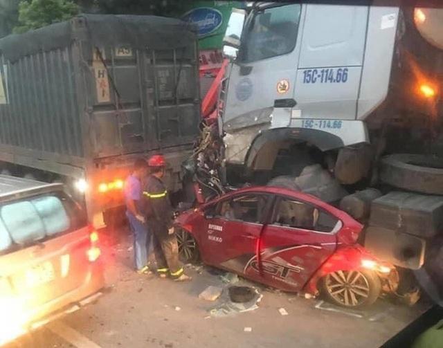 Nhân chứng kể lại giây phút hãi hùng khi thấy cảnh xe container đè nát xe con làm 3 người chết - Ảnh 3.