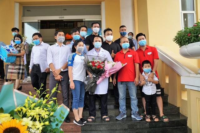 Đoàn cán bộ y tế Hải Phòng vào chi viện thành phố kết nghĩa Đà Nẵng - Ảnh 7.
