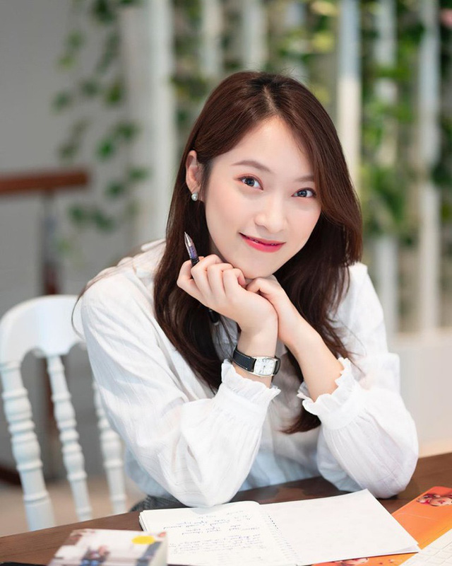 MC Khánh Vy tốt nghiệp Học viện Ngoại giao loại giỏi - Ảnh 2.