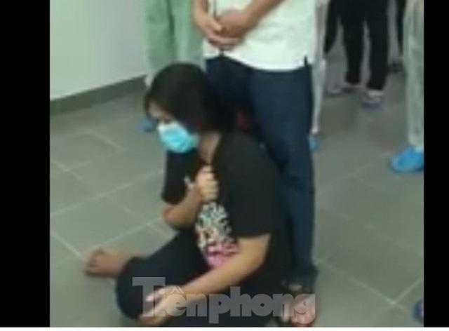 Cảm động cô gái lập bàn thờ cha trong phòng cách ly ở Bình Dương - Ảnh 2.
