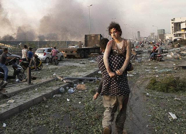 Thi thể khắp nơi - cảnh tượng tang tóc sau vụ nổ ở Beirut - Ảnh 2.