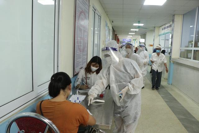 Bệnh viện Đa khoa Hà Đông thông tin về ca COVID-19 mới nhất của Hà Nội đã đến khám - Ảnh 4.