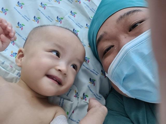 Nụ cười đốn tim của Trúc Nhi - Diệu Nhi như xoa dịu căng thẳng dịch COVID-19 - Ảnh 2.