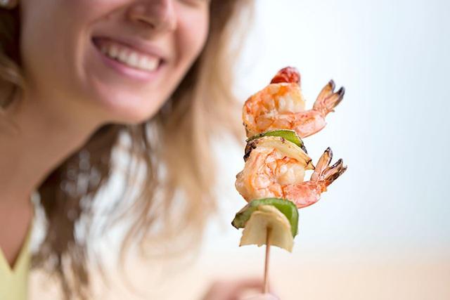Mụn trứng cá mọc to chình ình trên mặt vì cứ ăn thả phanh loại thực phẩm ngon miệng này - Ảnh 7.