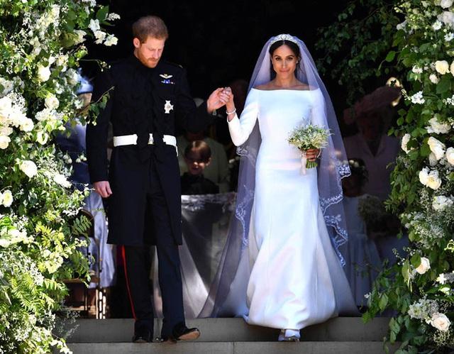 Meghan Markle lộ quá khứ chỉ trích công khai hôn lễ xa hoa của Công nương Kate nhưng đến lượt đám cưới mình thì linh đình không kém - Ảnh 2.