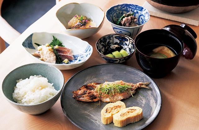 """Người Nhật luôn trẻ hơn tuổi thật, sống thọ nhất thế giới nhờ áp dụng nguyên tắc """"7 món ăn và 5 thói quen"""" đơn giản này - Ảnh 1."""