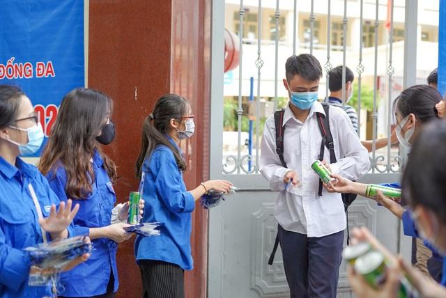 Lỗi do giám thị, 9 phòng thi ở Bắc Ninh, Bình Phước, Điện Biên sẽ thi đề dự bị ngày 11/8 - Ảnh 1.