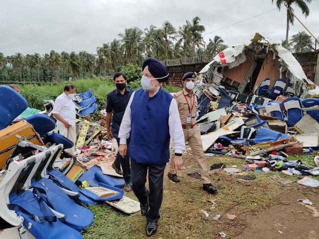 Người cứu hộ sốc trước máu và chết chóc khi máy bay Ấn Độ gãy đôi - Ảnh 2.