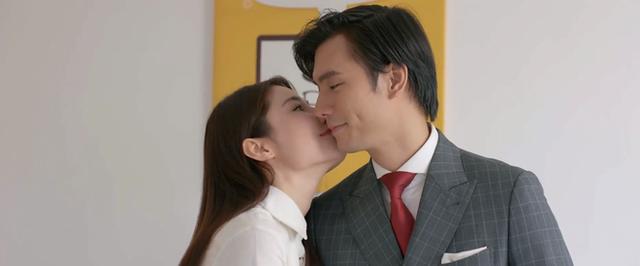 """Trong phim liên tiếp ôm hôn, ngoài đời bị đồn bơ nhau, cặp đôi """"Tình yêu và tham vọng nói gì? - Ảnh 2."""