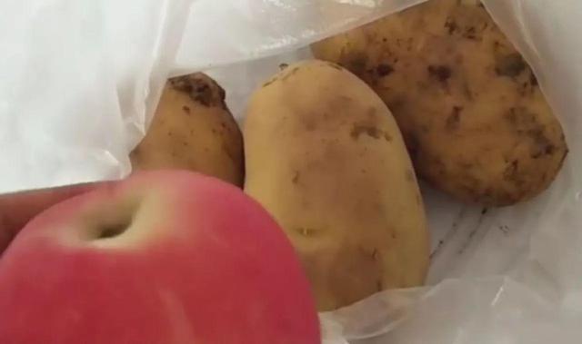 Đặt 1 quả táo cạnh củ khoai tây, điều kỳ diệu xảy ra khiến chị em đua làm theo ngay lập tức - Ảnh 3.