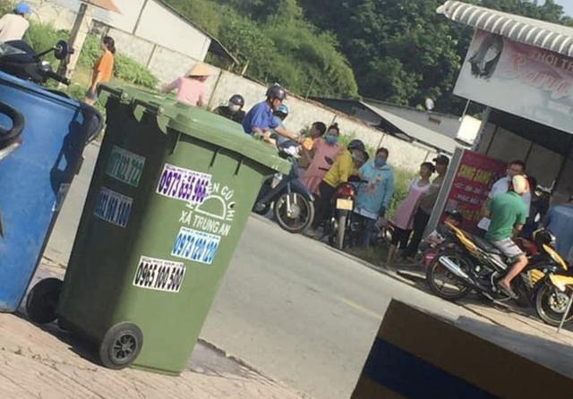 Đã xác định người mẹ của bé gái sơ sinh được phát hiện tử vong trong thùng rác ở Sài Gòn - Ảnh 2.