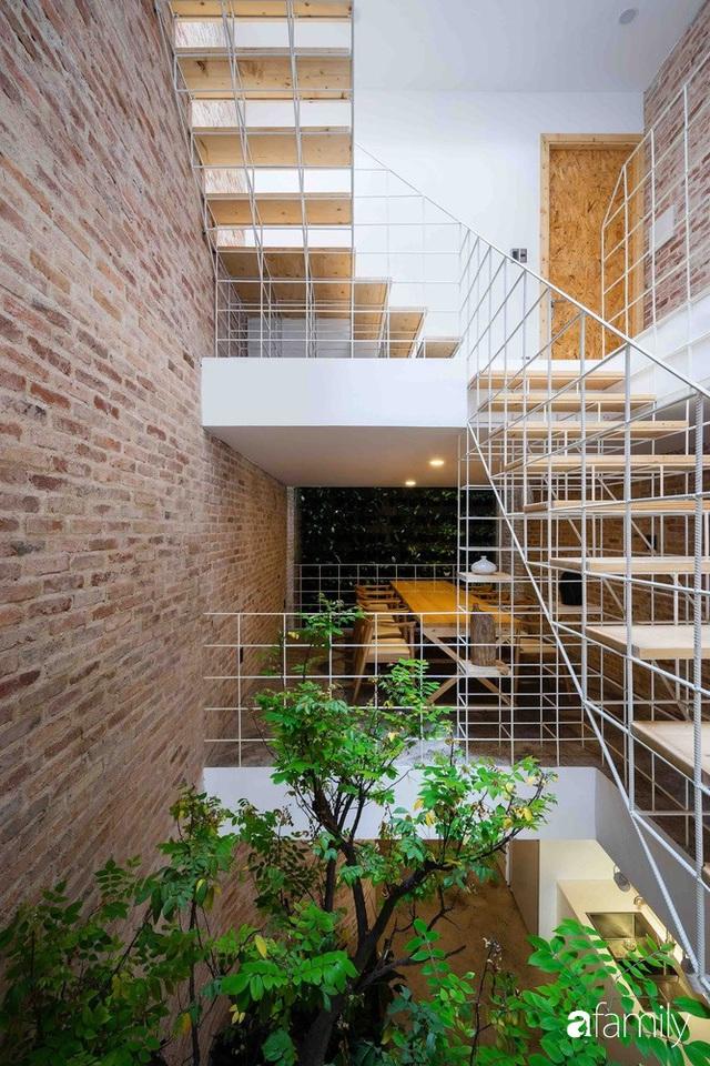 Ngôi nhà lọt thỏm giữa dãy phố vẫn tỏa sáng bởi kiến trúc độc lạ ở Sài Gòn - Ảnh 12.
