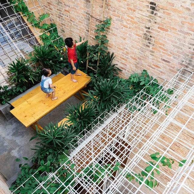 Ngôi nhà lọt thỏm giữa dãy phố vẫn tỏa sáng bởi kiến trúc độc lạ ở Sài Gòn - Ảnh 17.