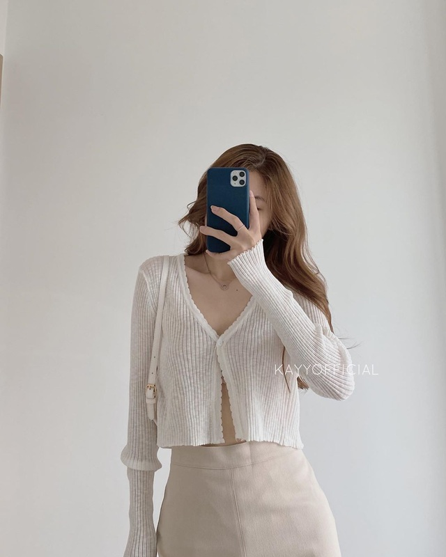 Cardigan dáng dài xưa rồi, chuẩn trend năm nay phải là cardigan lửng vừa hay ho lại vừa dễ mix đồ - Ảnh 4.
