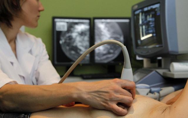 Nhầm tưởng bản thân mắc viêm vú do cho con bú, người phụ nữ té ngửa khi nhận được kết quả chẩn đoán ung thư vú - Ảnh 3.
