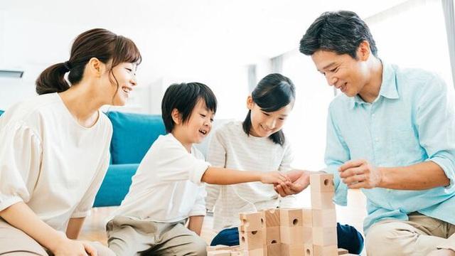 Cha mẹ dạy con kiểu trống đánh xuôi, kèn thổi ngược - Ảnh 2.
