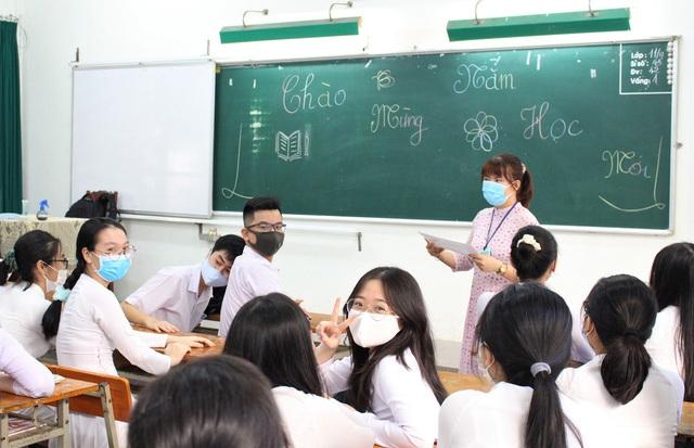 """Ngày đầu học sinh Đà Nẵng đi học lại sau giãn cách xã hội theo phương châm """"5K"""" - Ảnh 3."""