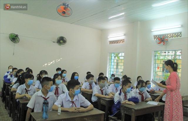"""Ngày đầu học sinh Đà Nẵng đi học lại sau giãn cách xã hội theo phương châm """"5K"""" - Ảnh 13."""