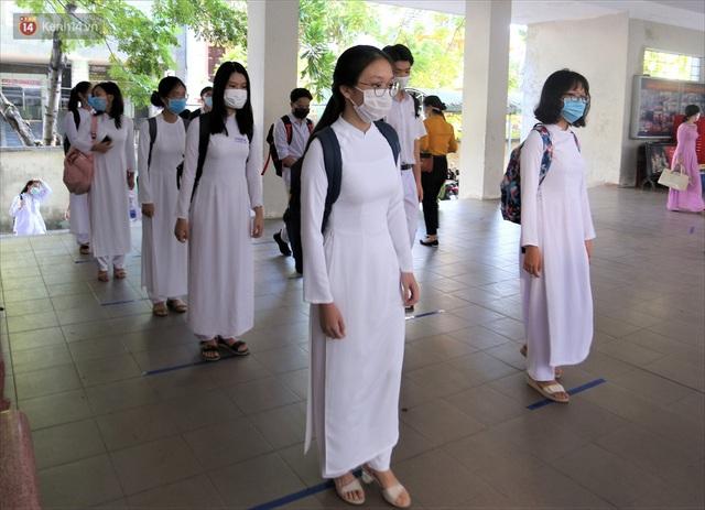 """Ngày đầu học sinh Đà Nẵng đi học lại sau giãn cách xã hội theo phương châm """"5K"""" - Ảnh 16."""
