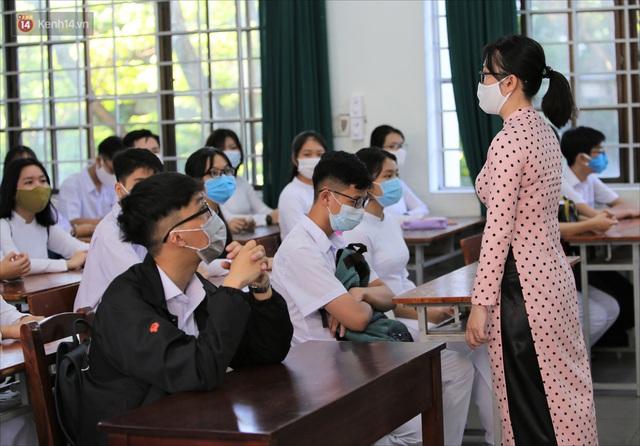 """Ngày đầu học sinh Đà Nẵng đi học lại sau giãn cách xã hội theo phương châm """"5K"""" - Ảnh 20."""