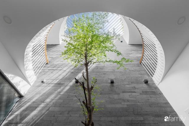 Có thiết kế hợp khối với nhà hàng xóm, nhìn bên ngoài nhà ống mà như biệt thự sang chảnh vừa làm nhà ở vừa kinh doanh ở Sài Gòn - Ảnh 23.