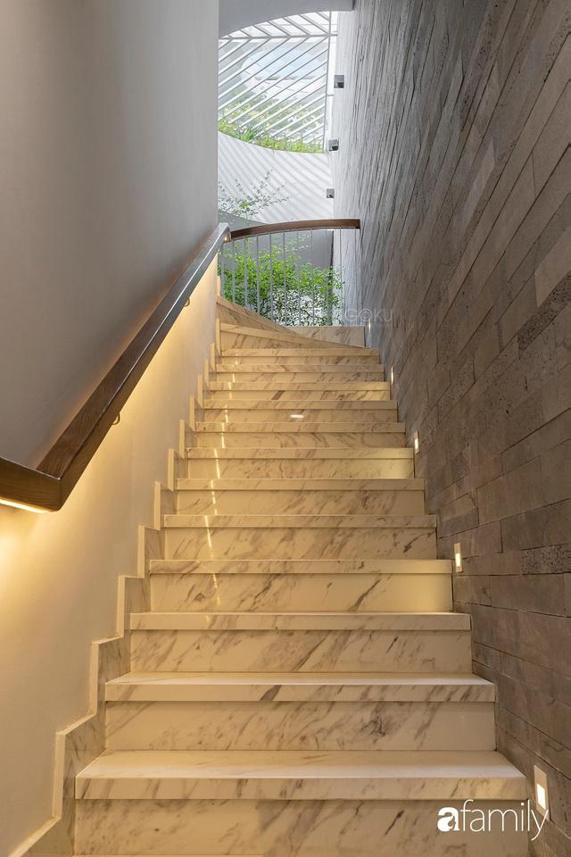 Có thiết kế hợp khối với nhà hàng xóm, nhìn bên ngoài nhà ống mà như biệt thự sang chảnh vừa làm nhà ở vừa kinh doanh ở Sài Gòn - Ảnh 27.