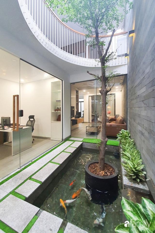 Có thiết kế hợp khối với nhà hàng xóm, nhìn bên ngoài nhà ống mà như biệt thự sang chảnh vừa làm nhà ở vừa kinh doanh ở Sài Gòn - Ảnh 4.