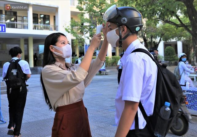 """Ngày đầu học sinh Đà Nẵng đi học lại sau giãn cách xã hội theo phương châm """"5K"""" - Ảnh 7."""