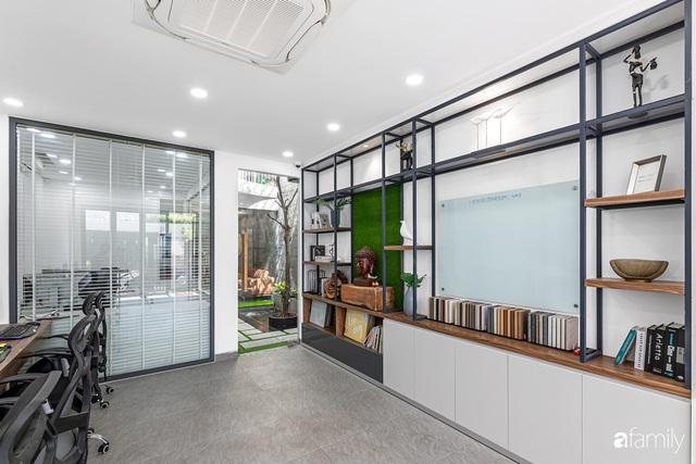 Có thiết kế hợp khối với nhà hàng xóm, nhìn bên ngoài nhà ống mà như biệt thự sang chảnh vừa làm nhà ở vừa kinh doanh ở Sài Gòn - Ảnh 6.