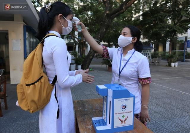 """Ngày đầu học sinh Đà Nẵng đi học lại sau giãn cách xã hội theo phương châm """"5K"""" - Ảnh 8."""
