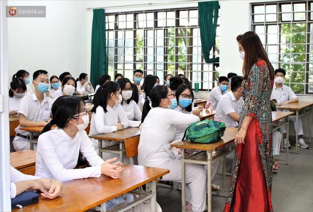 """Ngày đầu học sinh Đà Nẵng đi học lại sau giãn cách xã hội theo phương châm """"5K"""" - Ảnh 9."""