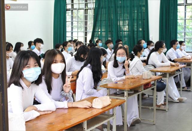 """Ngày đầu học sinh Đà Nẵng đi học lại sau giãn cách xã hội theo phương châm """"5K"""" - Ảnh 10."""
