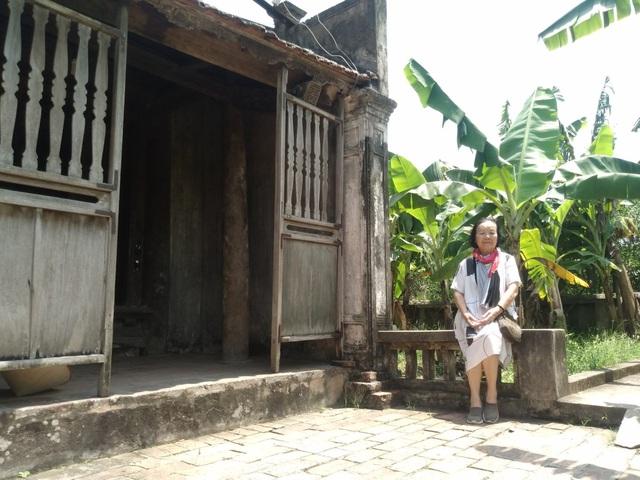 """""""Thị Nở Đức Lưu ngỡ ngàng với cổng nhà Bá Kiến sau 38 năm trở lại làng Vũ Đại - Ảnh 2."""