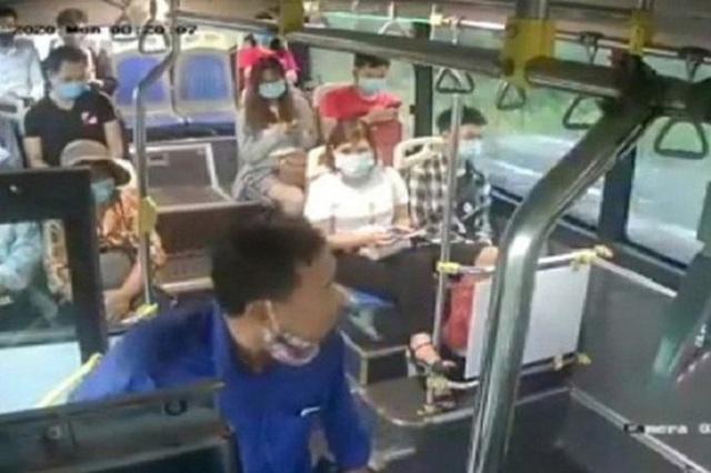 Lộ quá khứ gây sốc của gã đàn ông nhổ nước bọt vào nữ phụ xe buýt - Ảnh 2.
