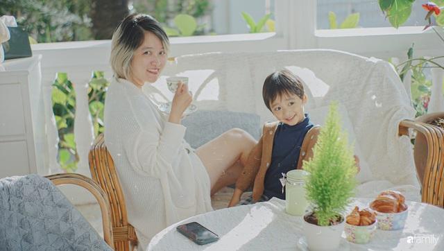 Ngôi nhà màu xanh an yên đẹp như cổ tích của vợ chồng trẻ bỏ việc lương cao ở Sài Gòn về Đà Lạt sinh sống - Ảnh 2.