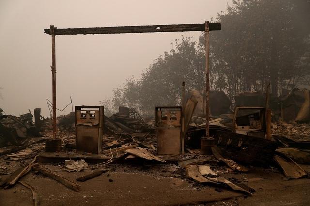 Khung cảnh như tận thế vì cháy rừng ở Bờ Tây nước Mỹ - Ảnh 13.