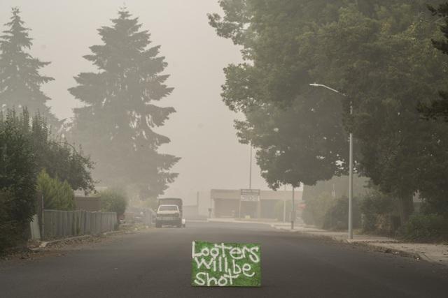 Khung cảnh như tận thế vì cháy rừng ở Bờ Tây nước Mỹ - Ảnh 14.