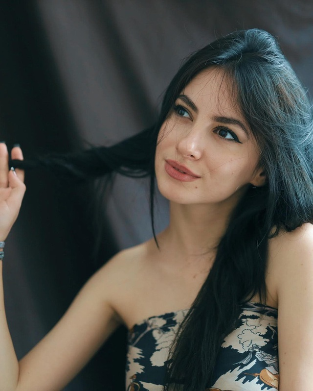 Cô giáo Tây ở Hà Nội sốt xình xịch MXH vì đẹp như minh tinh - Ảnh 3.