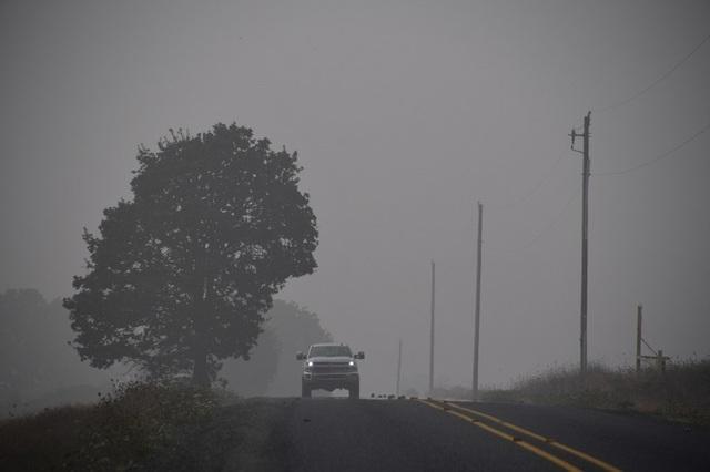 Khung cảnh như tận thế vì cháy rừng ở Bờ Tây nước Mỹ - Ảnh 4.