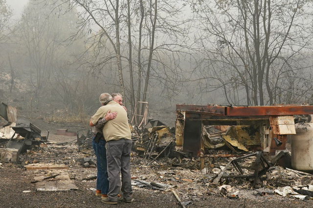 Khung cảnh như tận thế vì cháy rừng ở Bờ Tây nước Mỹ - Ảnh 6.