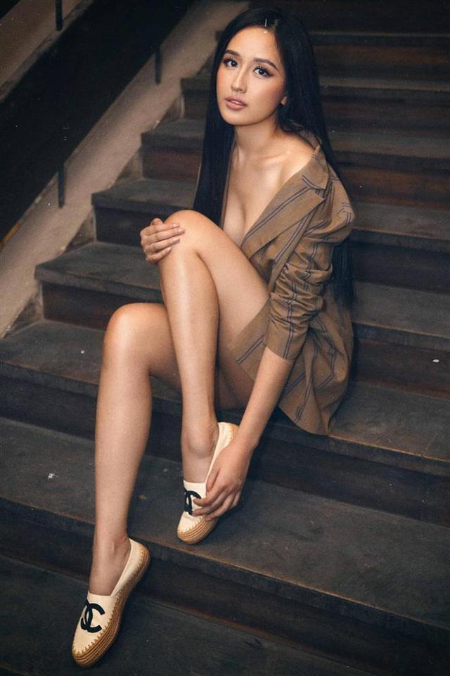Hoa hậu mặc bốc nhất hẳn là Mai Phương Thúy: Chuyên diện váy áo trễ nải, nhiều phen vòng 1 như trào ra ngoài - Ảnh 6.