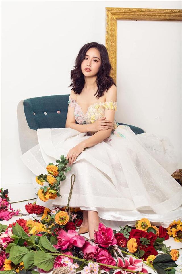 Hoa hậu mặc bốc nhất hẳn là Mai Phương Thúy: Chuyên diện váy áo trễ nải, nhiều phen vòng 1 như trào ra ngoài - Ảnh 8.