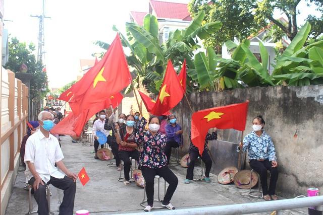 Hình ảnh đẹp tại khu dân cư cuối cùng tỉnh Hải Dương được dỡ bỏ phong tỏa, cách ly  - Ảnh 4.