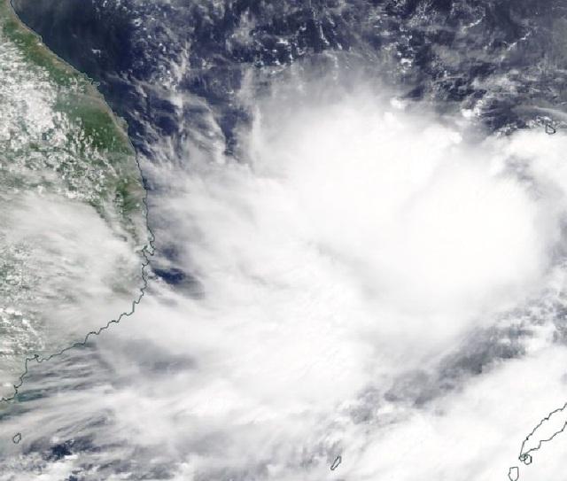 Tin mới nhất về bão số 5: Liên tục tăng cấp trước khi đổ bộ vào đất liền - Ảnh 3.